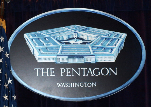 """美国防部:华盛顿将""""以适当方式""""回应本国军舰在也门附近遭袭事件"""