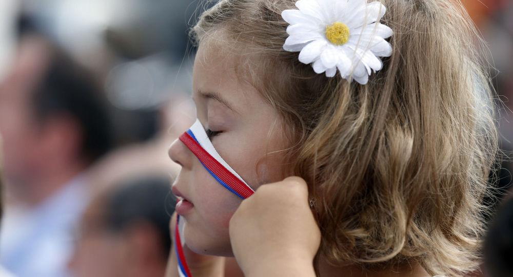 身形最小的俄罗斯姑娘被发现