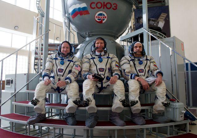 美国务卿向俄民众祝贺俄罗斯日并提到两国在太空共同取得的成绩