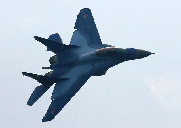 """俄国防部将在""""军队-2015""""展览首次展出新型舰载战机米格-29K"""
