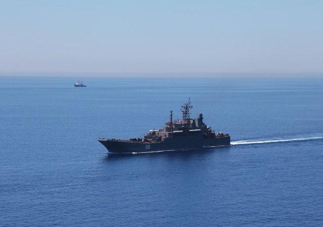 俄护卫舰在地中海演习中击退空中攻击