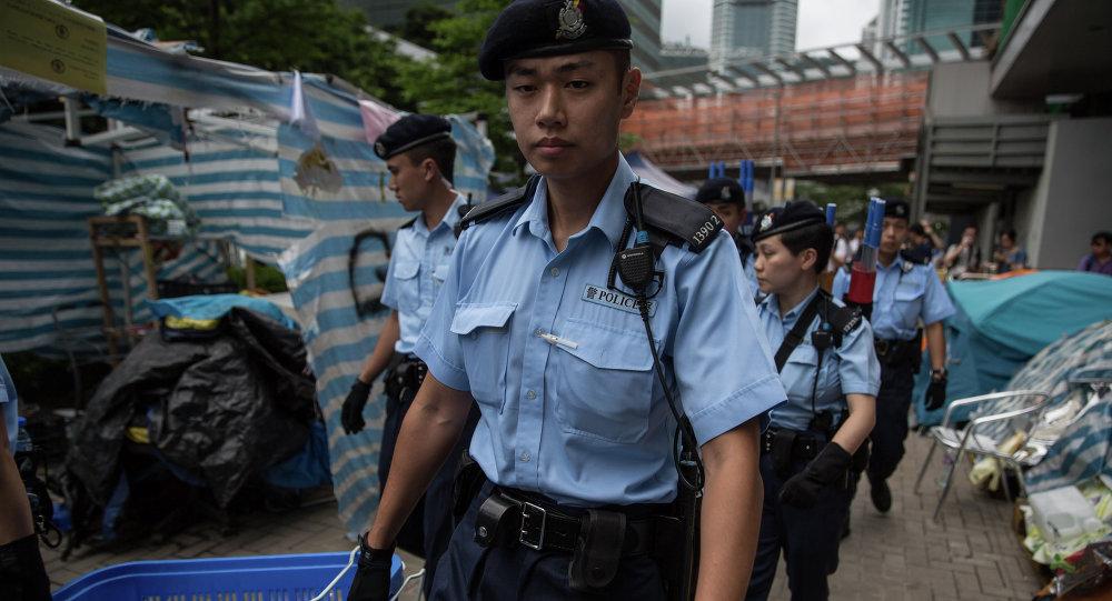 女警被迷晕_警察被喷雾迷晕视频_新视网