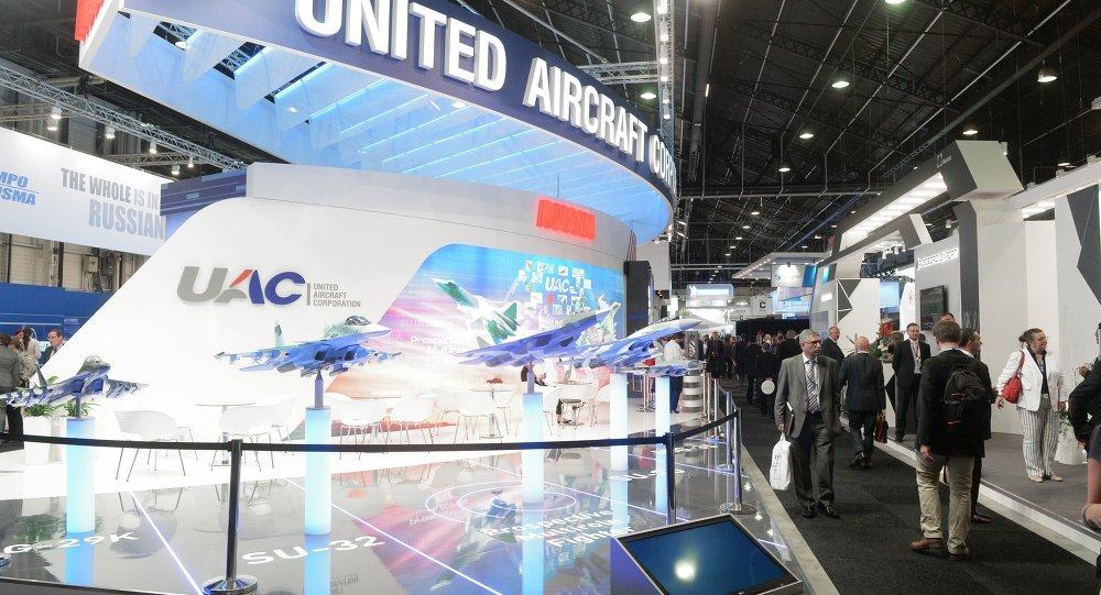 俄罗斯在巴黎国际航空航天展上展出新宇宙飞船模型