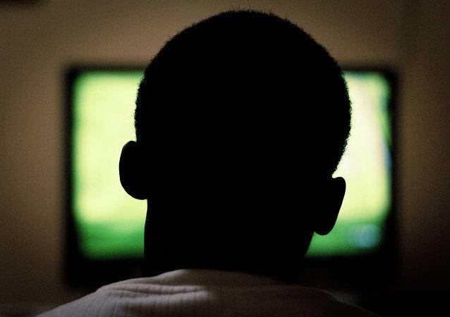 科学家告诉为什么老年人不应该看电视