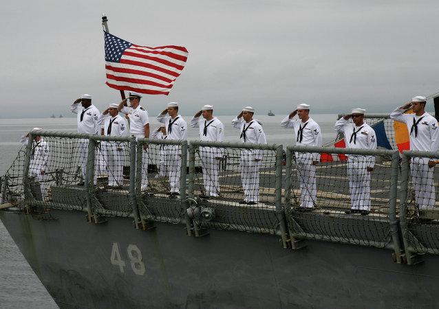 电视台: 美国费城海军因潜在安全威胁而进行疏散
