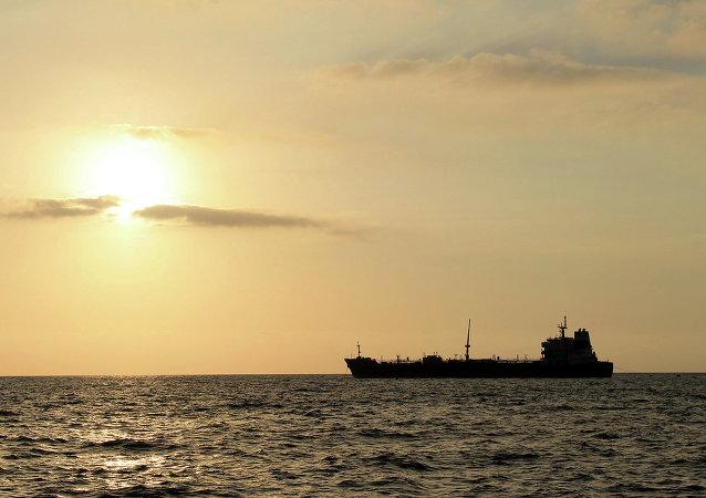 新加坡油轮上价值70万美元的原油被抢