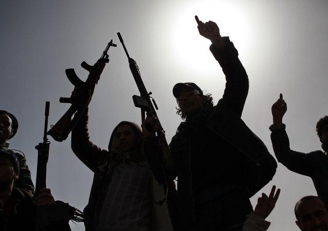 """媒体:""""基地""""组织有关的武装分子绑架联利支助团工作人员"""