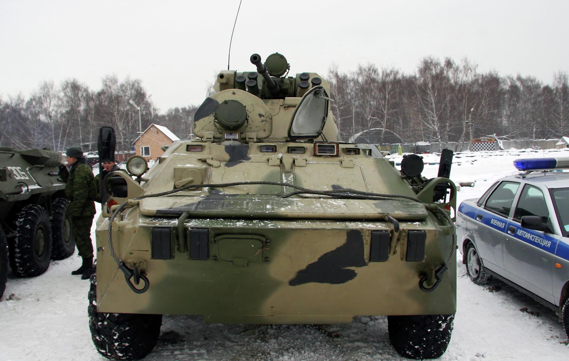 俄罗斯向国际客户推荐btr-80装甲车的升级版