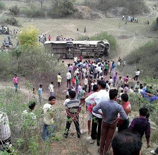 媒体:印度一辆公交车坠入山谷造成至少22人死亡,超过20人受伤