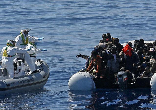 欧盟海上力量在地中海救起50余名偷渡者