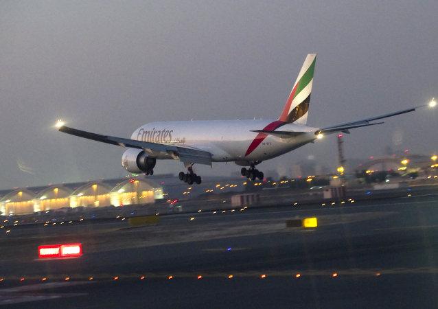烏乾達機場一名阿聯酋航空航班機組人員從飛機上墜落