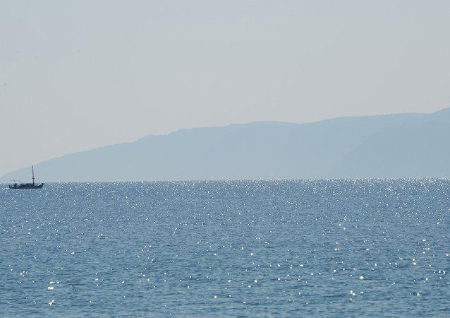 游船在加里波利半岛岸边与油轮相撞