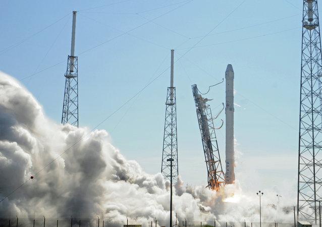 SpaceX: 搭载Intelsat 35e卫星的猎鹰9号火箭发射再次因技术原因推迟