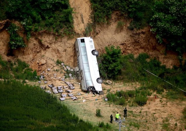中国东北一公共汽车从桥上掉下,9人死亡,其中7人为韩国公民