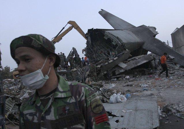 印尼军机坠毁事故造成19名地面人员及122名机上人员死亡