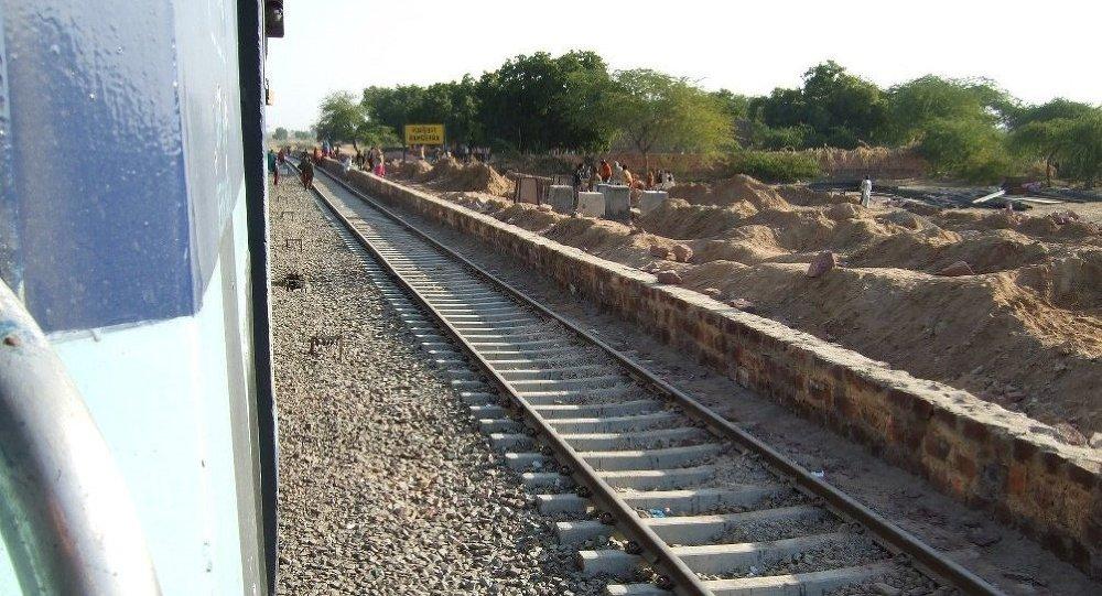 印度与日本签署价值120亿美元的高铁协议