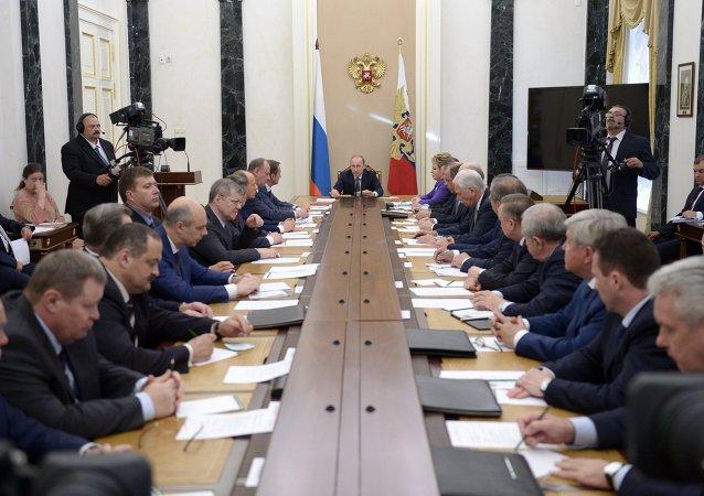普京:国内生产商证明有能力在苛刻条件下发展