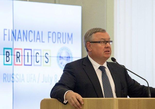 俄外贸银行行长:中国股市暴跌是因经济过热与灰色借贷