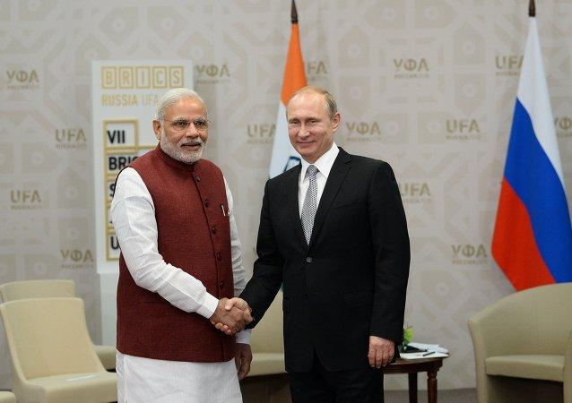 普京向印度总理承诺考虑学习瑜伽的问题