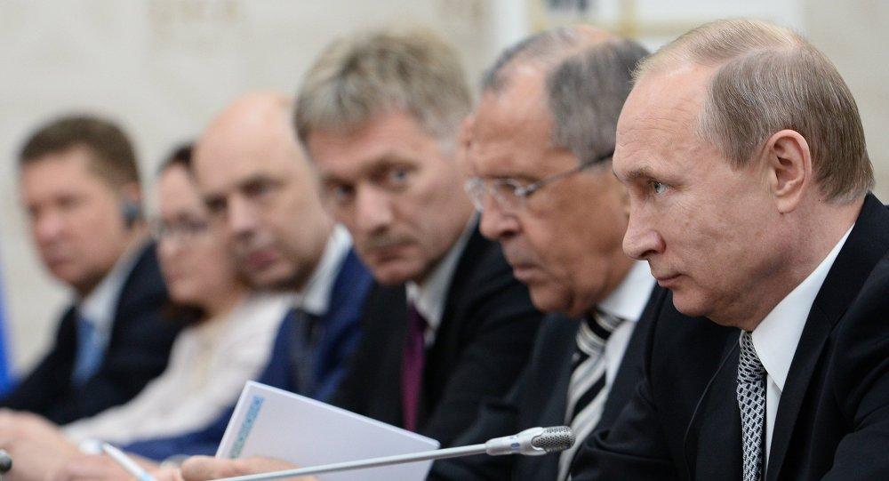 俄新闻秘书:普京在乌法的双边会谈上未讨论乌克兰与希腊问题