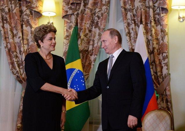 俄罗斯总统弗拉基米尔•普京和巴西总统迪尔玛•罗塞夫