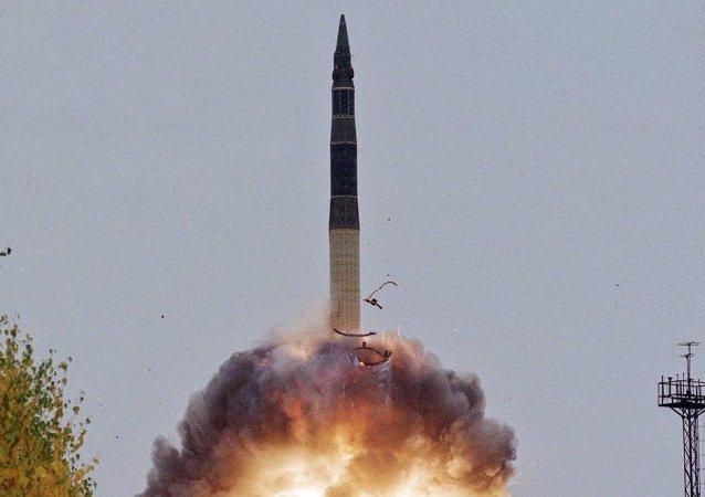 """俄国防部:阿斯特拉罕州进行""""白杨""""洲际弹道导弹的试射"""