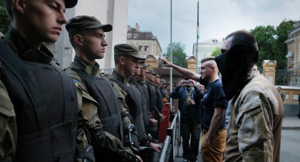 乌克兰反对派要求解散议会联盟并提前选举