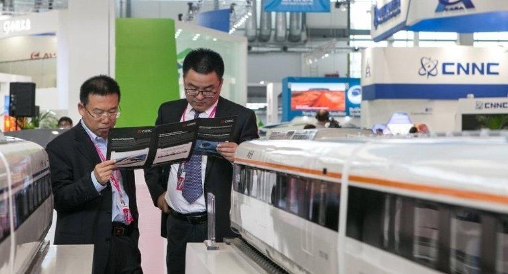 海关:中国前两月外贸总额下降3.9%