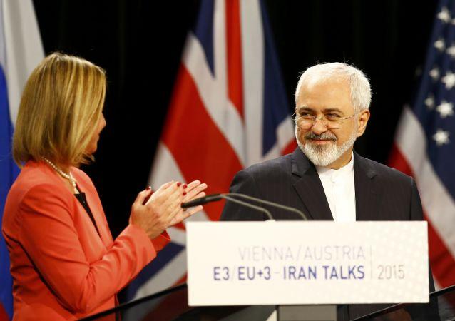 """伊朗与""""六方""""历经10年谈判正式达成历史性协议"""