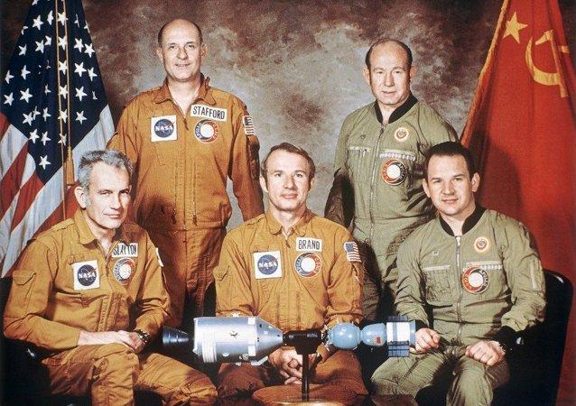 """国际空间站机组就阿波罗-联盟测试计划""""40周年发表祝贺"""