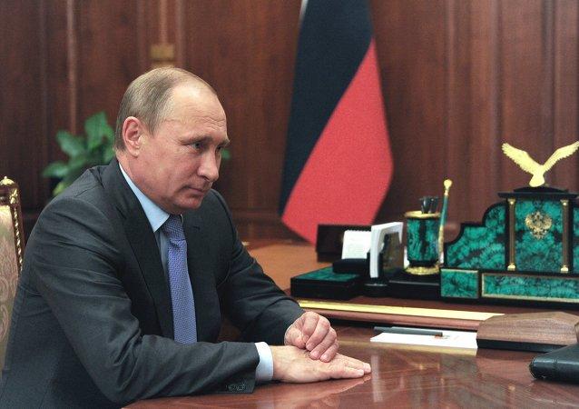 普京同意撤消克里米亚事务部的建议