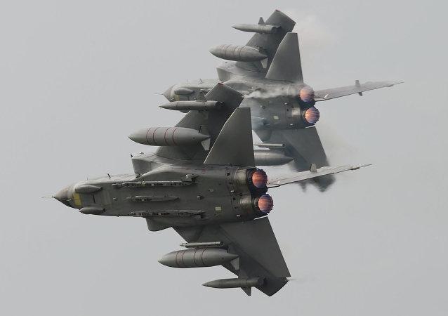 媒体: 两枚硫磺石导弹在塞浦路斯基地着陆时脱离英国空军歼击机