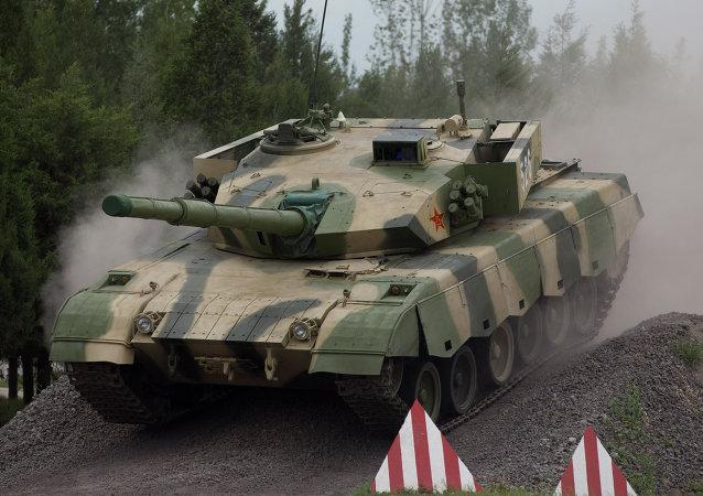 中国人民解放军官兵携本国军事装备抵俄参加军事比赛