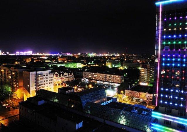 布拉戈维申斯克夜景,远处可见中国城市黑河灯火景象
