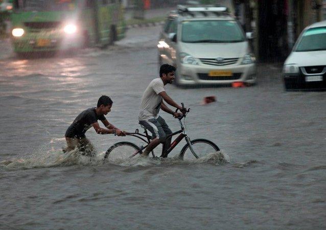 印度东部洪水已致156人死亡 约140万人受灾