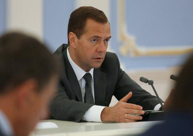 俄政府将讨论有关2019年前提高最低工资的法案