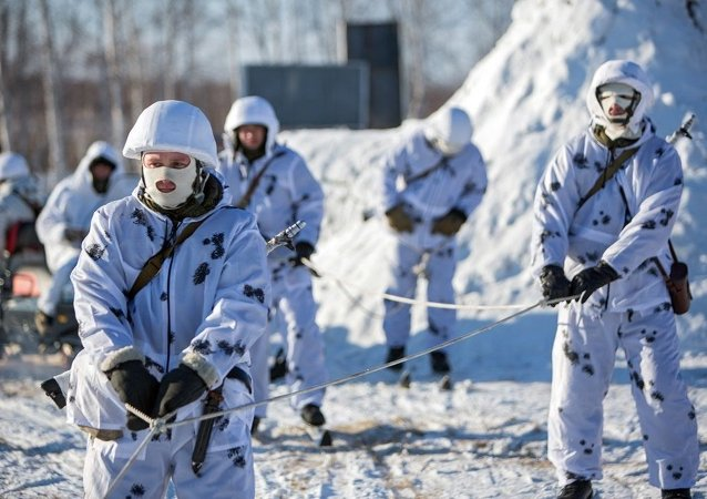 """俄东部军区军人训练期间在北极测定""""敌机""""坐标"""
