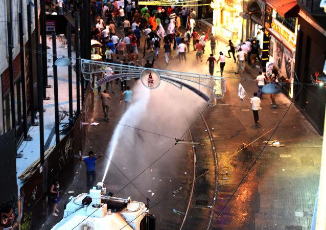 因土耳其空军轰炸伊拉克在国内多个省份引发骚乱
