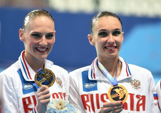 俄花游选手伊先科和罗玛什娜在游泳世锦赛上赢得第17枚金牌