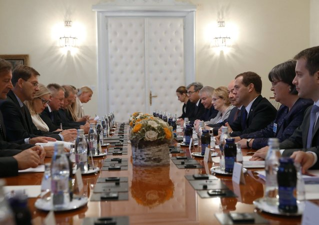 俄总理:解除制裁的行动应从欧盟方面开始