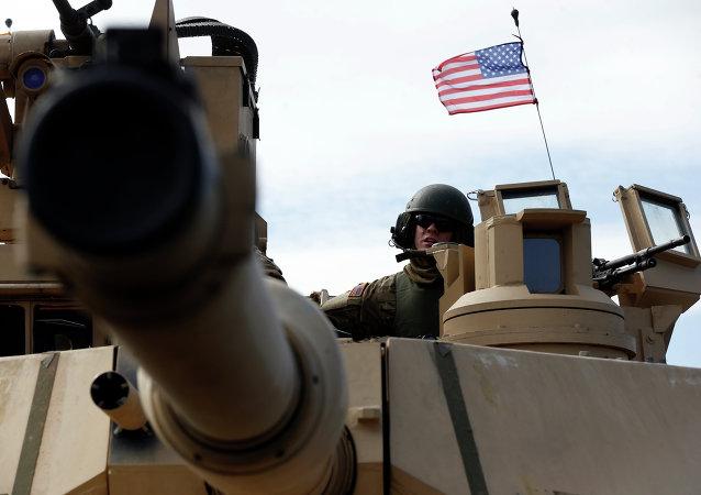 2015年美国军费占全球三分之一多