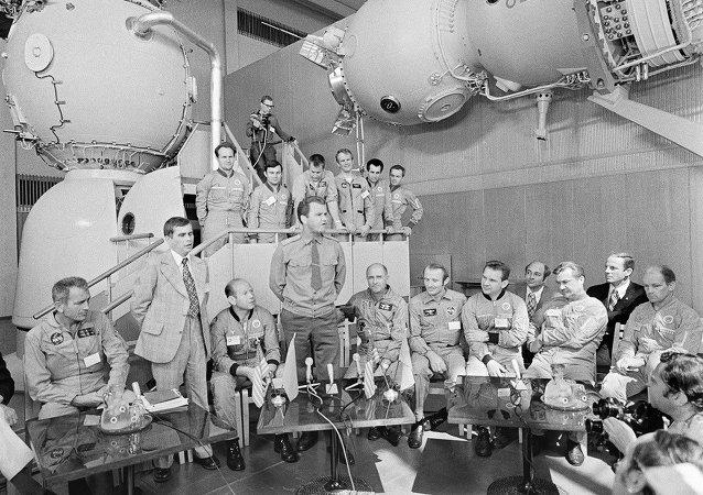 苏美首次联合太空飞行