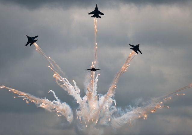 """俄飞行员在""""Aviadarts""""国际航空队比赛上领先"""