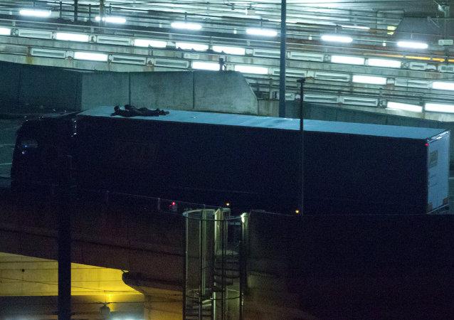 非法移民试图通过英吉利海峡海底隧道进入英国