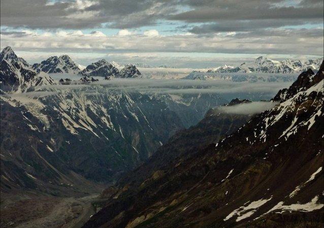 三名俄登山者在吉尔吉斯斯坦征服列宁峰时遇难