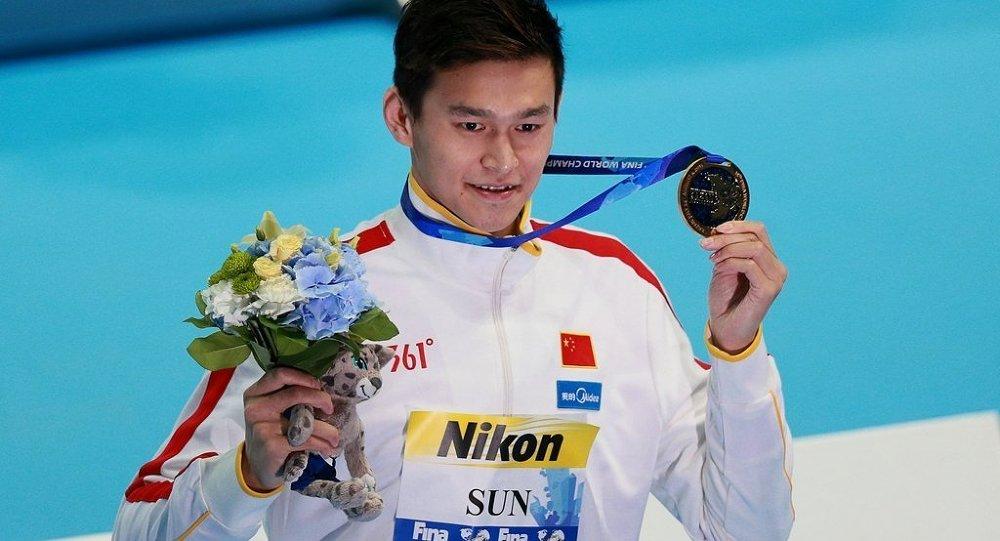 中国泳将孙杨摘得喀山世锦赛800米自由泳金牌