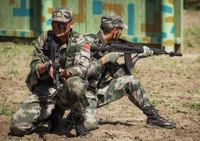 俄200多名侦察兵在亚美尼亚山区学习刀术
