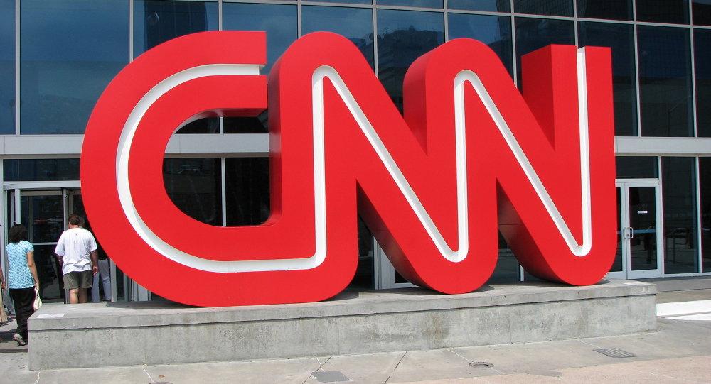 """美国一中学生因穿写有""""Fake news""""的足球衫而被禁止进入CNN参观"""