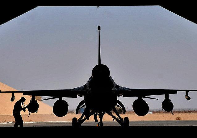 美国F-16战机