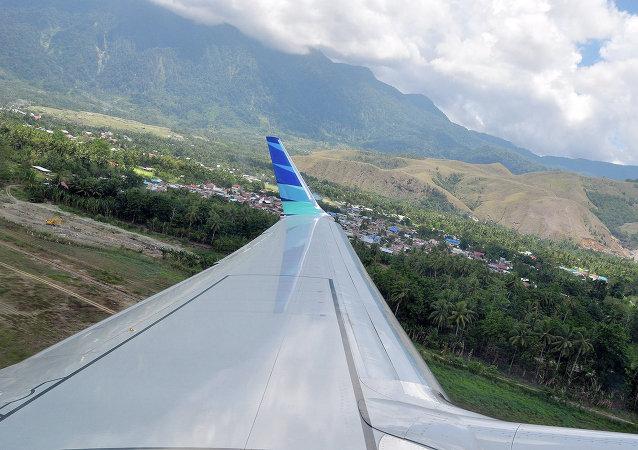 搜救人员在印尼东部坠机地点发现38具遇难者遗体